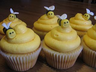 http://skdecoratethis.files.wordpress.com/2011/01/bee_cupcakes.jpg